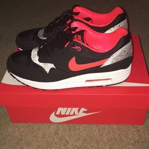 Unisex Nike Air Max 1 Queen of Hearts edition